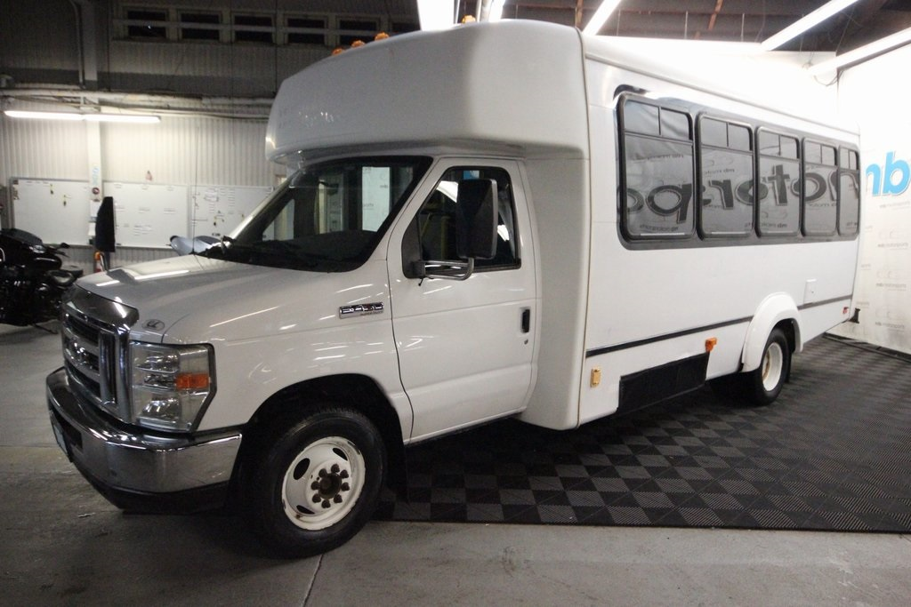 Pre-Owned 2008 Ford E-450SD Paratransit